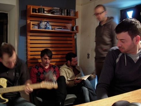 The Homens no estudio de Tomás Ageitos